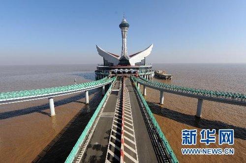 """杭州湾跨海大桥""""海中平台""""落成 明日将迎客"""