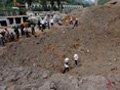 山西煤矿炸出20米宽大坑