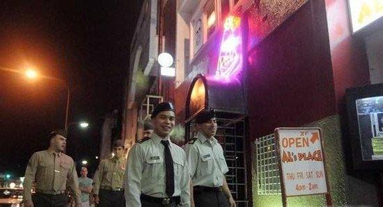 驻冲绳美军再颁发新令:全面禁止官兵外出喝酒