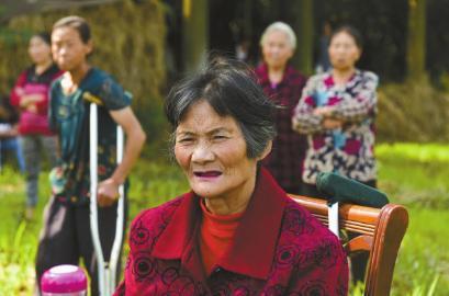 四川7旬老人状告4名子女 要求他们常回家看看