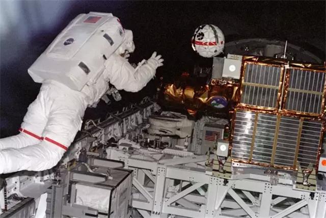 宇航员出舱监测aercam