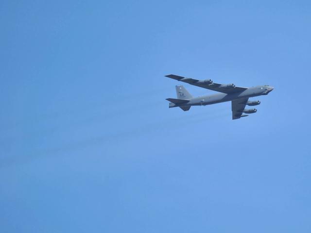 美军轰炸机闯南海华阳礁2海里范围内 中方抗议