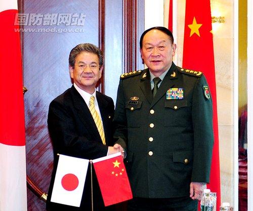 日本防卫白皮书称中国迅速扩充军备威慑邻国