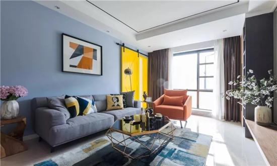家装墙面乳胶漆_客厅地面通铺浅色瓷砖,蓝色乳胶漆墙面搭配亮黄色谷仓门,让空间