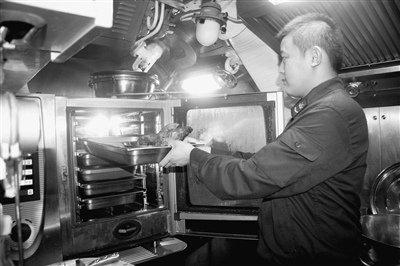 中国员工菜谱食品一周不重样研制出新型食谱夏季部队潜艇食堂周一图片