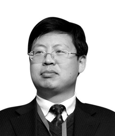 """虽然滞纳金条款写进了发卡行的发卡条约,但因为是银行单方起草的,消费者不可能就此与银行讨价还价,应当属于""""霸王条款"""" ——中国人民大学法学院教授刘俊海接受央视采访时表示"""