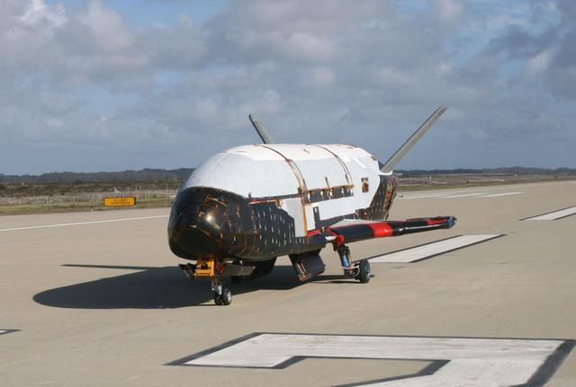 美国空军不能说的秘密:空天飞机在轨飞近2年后突然返回地球