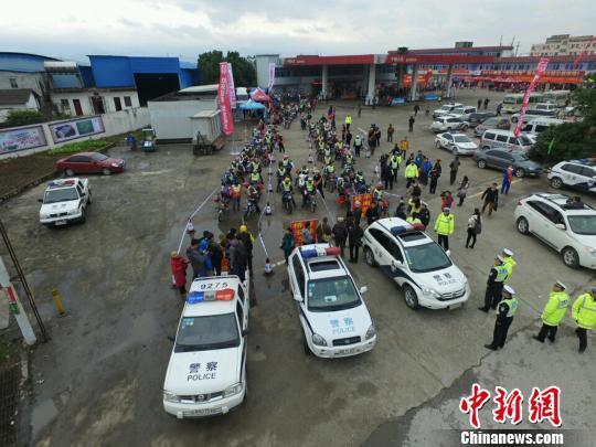 在粤广西籍农民工春节返乡舍弃摩托乘高铁