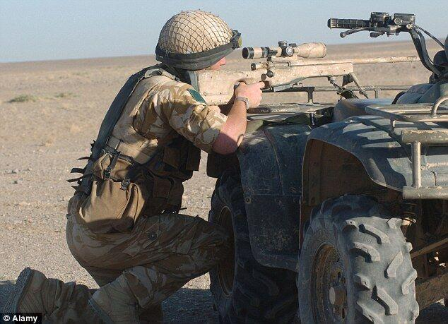英狙击手千米外击毙3名IS成员 穿透10英寸墙壁