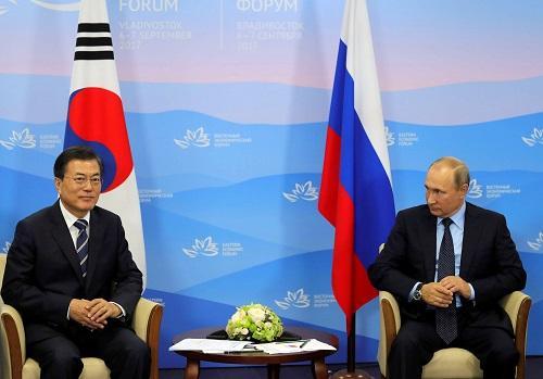 普京会见文在寅,称不承认朝鲜拥核地位