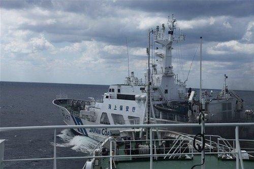 海洋局:日船曾强行从我船头穿过 最近仅5米