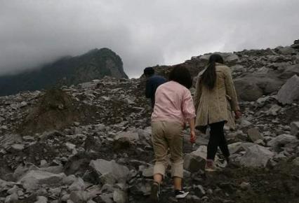 女孩回茂县:想找到爸妈 我认得他的手
