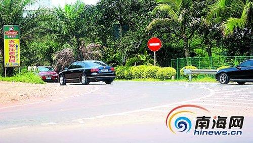 澄迈农家乐开在高速路匝道旁 设广告牌引车辆逆行