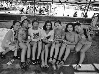 游客酒后溺水 护士八姐妹跪地抢救两小时