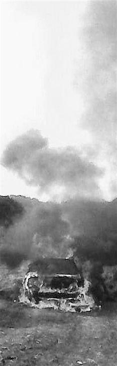 高清图—义乌佛堂工业区内塔山路东侧树林一男一女被烧死车内