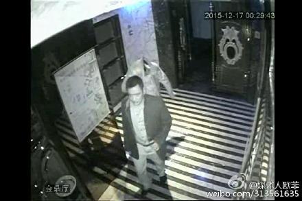 福建一公安副局长被停职 打砸夜总会后蒙头离开