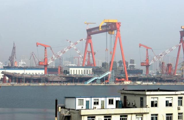 国防部:首艘国产航母主船体合拢成型 正准备舾装