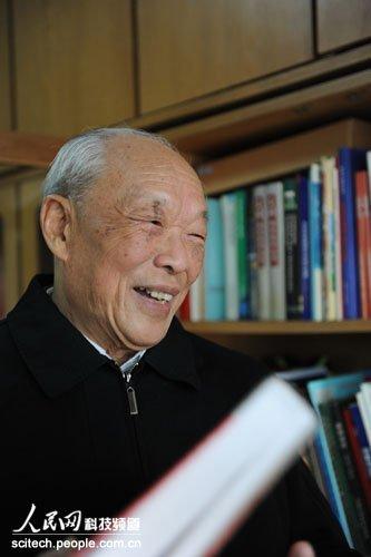 师昌绪王振义获2010年度国家最高科技奖