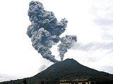喷发前夕的印尼默拉皮火山