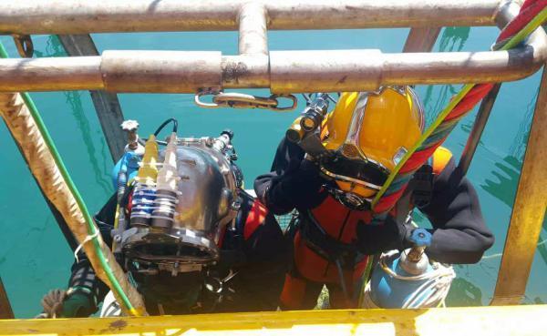 四川翻沉游船船长遗体被打捞出水 事故致15人死
