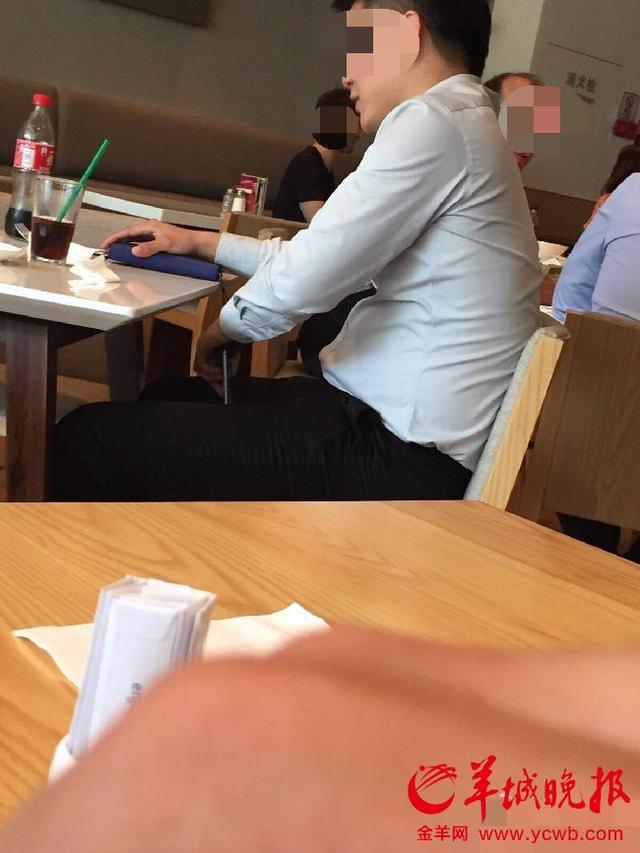 女子饭桌下被男同事偷拍 顾及交情难开口