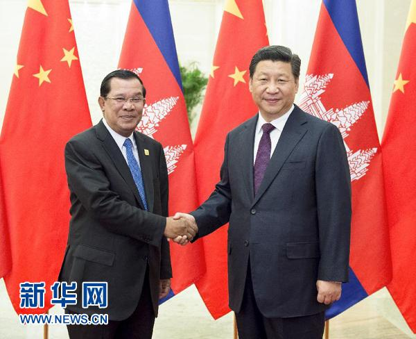 11月7日,中国国家主席习近平在北京人民大会堂会见柬埔寨首相洪森。新华社记者 王晔 摄