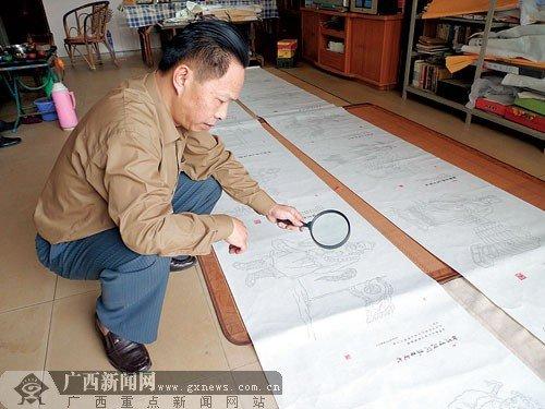 男子用微型毛笔字绘水浒人物 耗2年长105米(图)