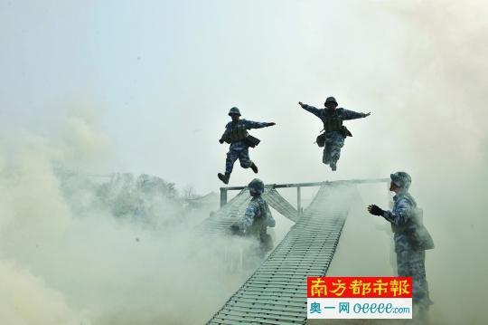 """中国海军舰长""""养成记"""":专访海军抚顺舰首任舰长"""