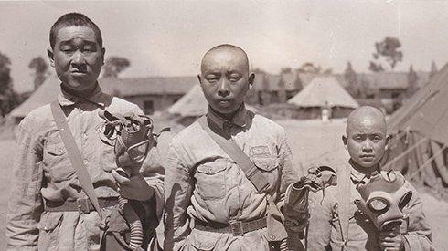 12岁的远征军士兵端着枪 揭秘二战中缅印战场