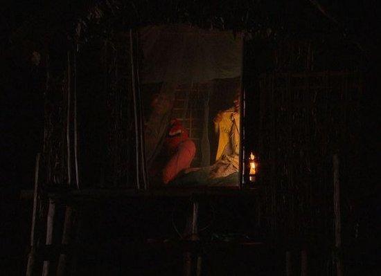 柬埔寨部落父亲为少女造性爱小屋