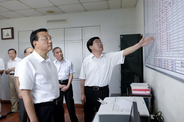 李克强考察铁路总公司:不断增强企业竞争力