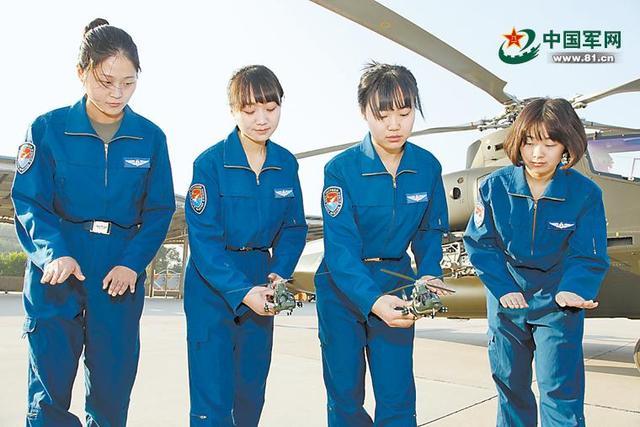 我军首批陆航女直升机飞行员亮相 全从空军选调(图)
