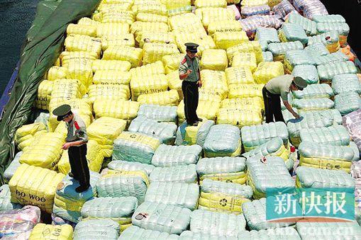 深圳截获549吨走私衣服:回收自国外垃圾站太平间