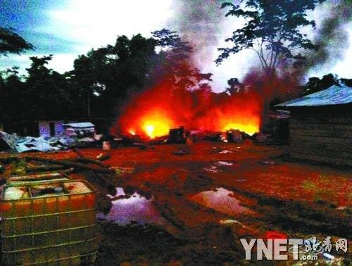 2013年6月,中国采金人居住地被焚烧。(