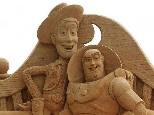 悉尼举行国际沙雕展 400吨沙子雕成动画人物
