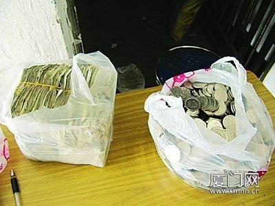 """福建同安公交六百员工领""""重酬""""月挣25斤一元硬币"""