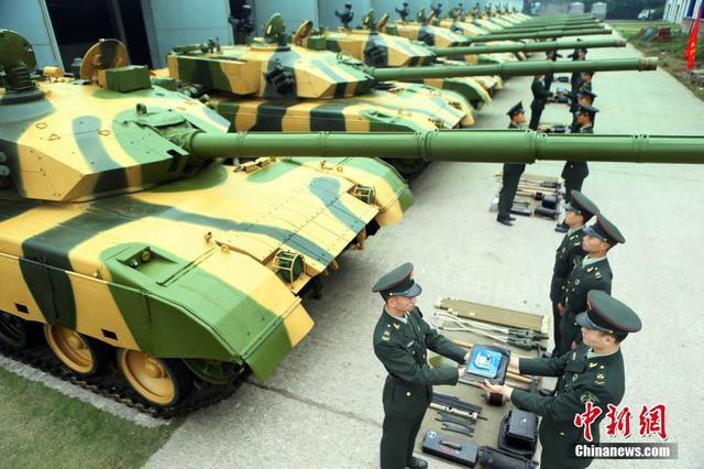 13集团军坦克战斗射击比武 夺魁竟是炊事班长