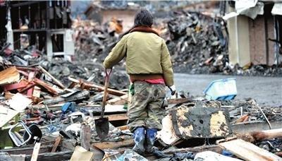 日本震后首次集体埋葬遇难者 遇难人数超1.8万