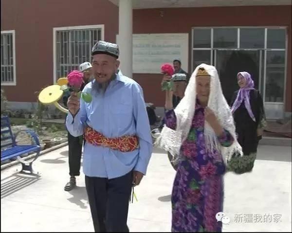 【图片新闻】新疆71岁老汉娶114岁新娘 猛烈追求终于如愿 - 耄耋顽童 - 耄耋顽童博客 欢迎光临指导