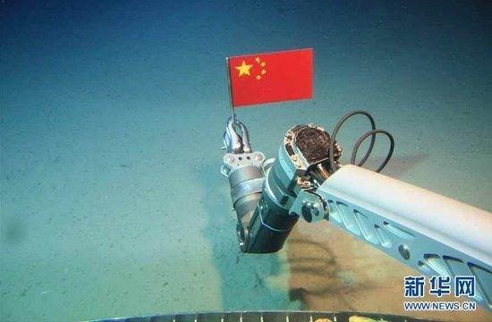 """""""蛟龙""""深潜器下潜至4027米 突破去年所创纪录"""