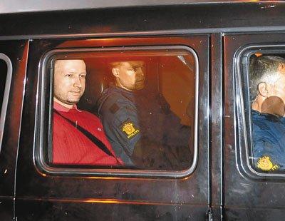 挪威恐袭案嫌犯布雷维克当地时间25日出庭受审