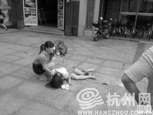写字楼掉玻璃砸伤少女 致其左小腿主动脉损毁