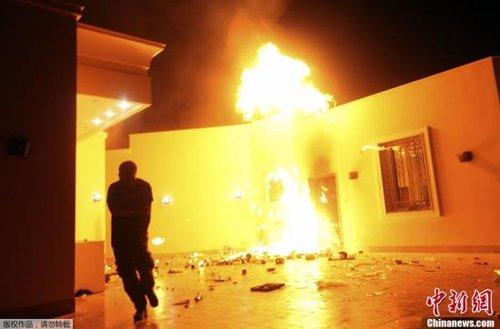 奥巴马强烈谴责美国驻利比亚大使遇袭身亡(图)