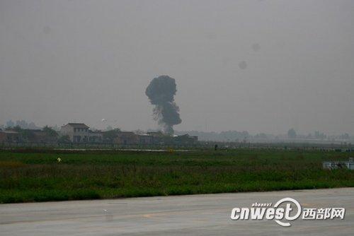 战机发生意外坠机于蒲城董楼村、高家村和姚吴村三村交界的一空旷地带处。