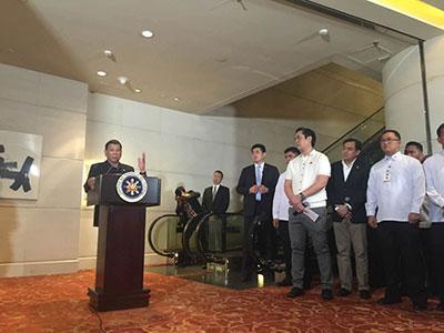 菲总统召开访华首个记者会 亲自介绍情况