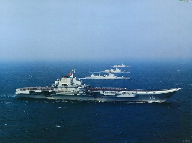 辽宁舰穿过台湾海峡遭8艘台军舰跟踪:3艘平行监控