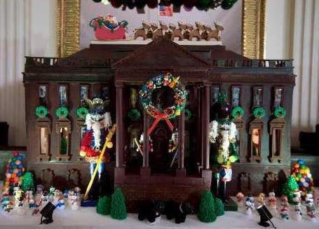 白宫圣诞装饰开放 巧克力姜饼屋重逾200公斤