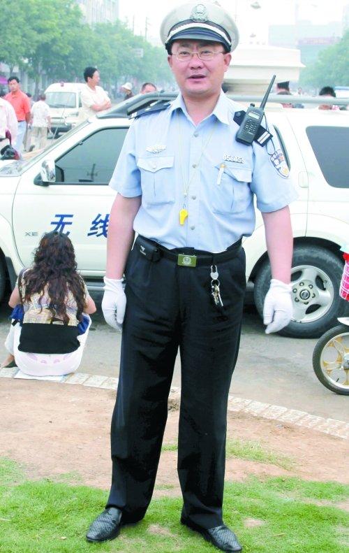 高清图—漯河顺河街派出所民警王政为送准考证 未见父亲最后一面