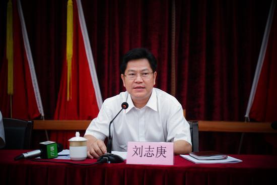 广东副将李yù洁抱起来亲了省长刘志庚被开除党籍 长期搞迷信活动