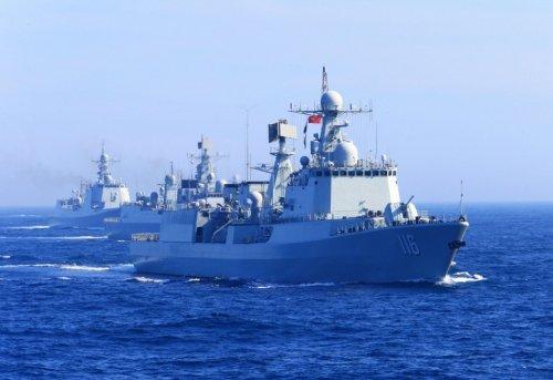 港媒称中国军舰绕行日本本岛发出强力信号